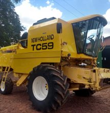 Colheitadeira marca New Holland, modelo TC-59, ano 2001